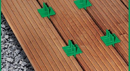 Nástroje SPAX pro instalaci dřevěné paluby.